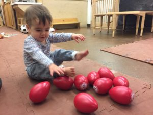 Infants exploring sizes and dimensions